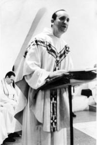 Padre Bergoglio ritratto negli anni Settanta.