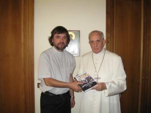 """Padre Pepe di Paolo in visita da Papa Francesco. """"Noi crediamo e vogliamo una Chiesa di comunione, non di scomunicati"""", dichiara il prete argentino."""