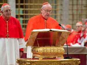 Il giuramento del card. Bergoglio al conclave. Città del Vaticano, 12 marzo 2013.