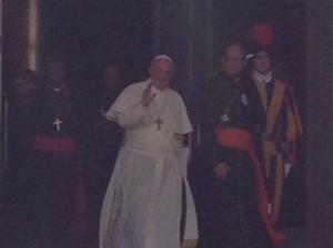 Papa Francesco, fotografato da Matteo Matzuzzi, va a pranzo durante il sinodo.