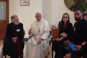 """Il papa con la vedova di Palmer, Emiliana, e il vescovo """"evangelical"""" che ne ha raccolto la successione, Robert Wise."""