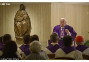 """Durante l'omelia del mattino del 15 dicembre del 2014, papa Francesco non è riuscita a trattenere il suo disprezzo per la """"Chiesa pre conciliare""""."""