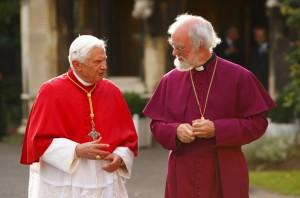 Benedetto XVI e l'allora primate anglicano Rowan Williams.