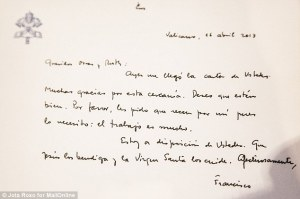 A handwritten letter sent by Pope Francis to Oscar and his wife after being elected to the papacy.