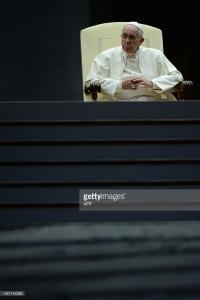 Papa Francesco durante la veglia di preghiera per il sinodo dei vescovi sulla famiglia. Piazza San Pietro, sabato 3 ottobre 2015.