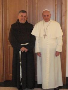 Casa Santa Marta, 8 aprile 2013. Papa Francesco riceve fr. José Rodriguez Carballo.