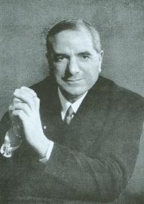 Ernesto Buonaiuti ritratto in abiti civili dopo essere stato . scomunicato e dimesso dallo stato clericale.