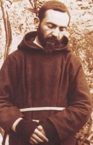 Il giovane San Pio da Pietrelcina. Gli fecero guerra, ma non lo vincessero perché il Signore gli era accanto (cfr. Ger 1,19)