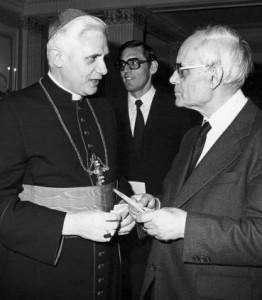 Karl Rahner, SJ, il relativista a destra, e Joseph Ratzinger, lantirelativista.