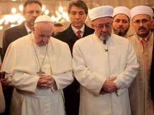 Papa Francesco in Turchia con alcuni esponenti dell'Islam.