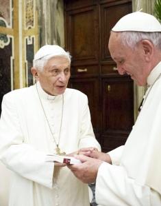 Benedetto regala a Francesco un vero tesoro: il proprio magistero.
