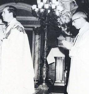 P. Pedro Arrupe (destra) con il giovane P. Jorge Bergoglio.