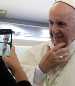 pope_reporters