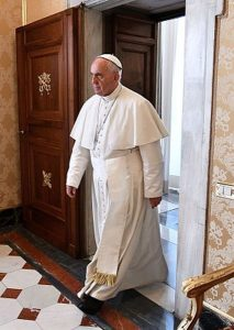 """Lui va avanti deciso per la sua strada e la """"sua chiesa"""" lo deve seguire..."""