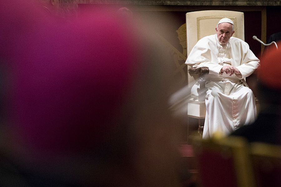 VATICAN CITY, VATICAN - DECEMBER 22: Pope Francis addresses members of the Vatican Roman Curia gathered in the Vatican Clementine Hall for the annual Christmas Greetings on December 22, 2016 in Vatican City, Vatican. (Photo by Alessandra Benedetti - Corbis/Corbis via Getty Images).