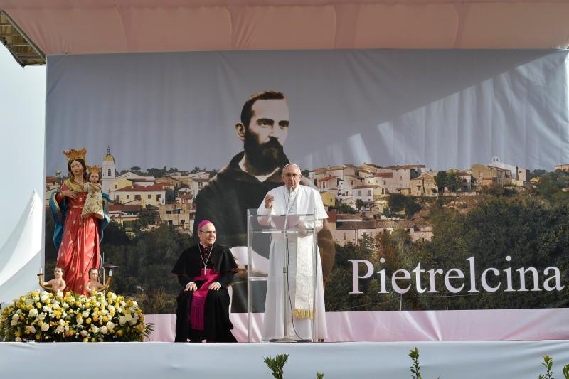Papa Francesco da Padre Pio rammenta esistenza del Demonio