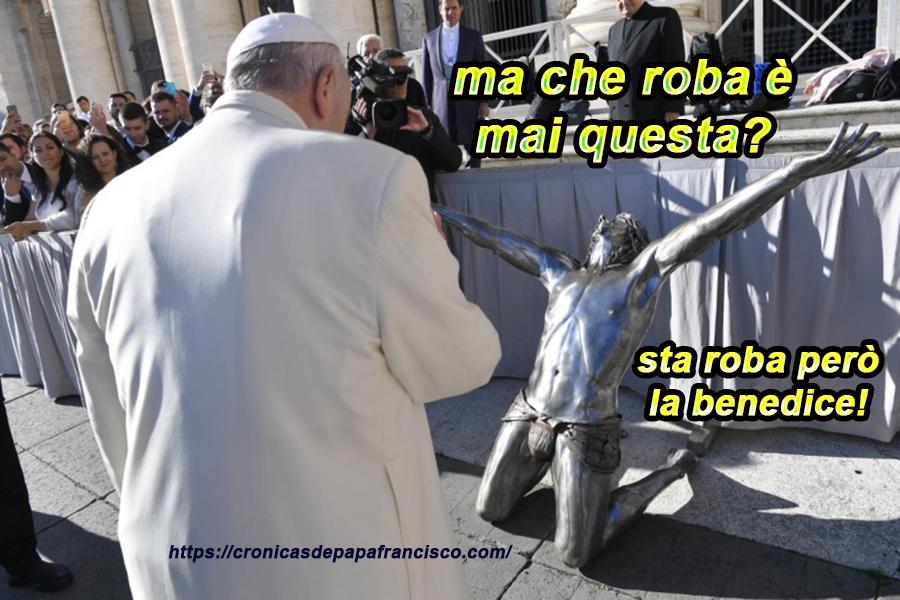 Bergoglio non benedice le persone, però benedice… cosa è?!! non lo sappiamo!