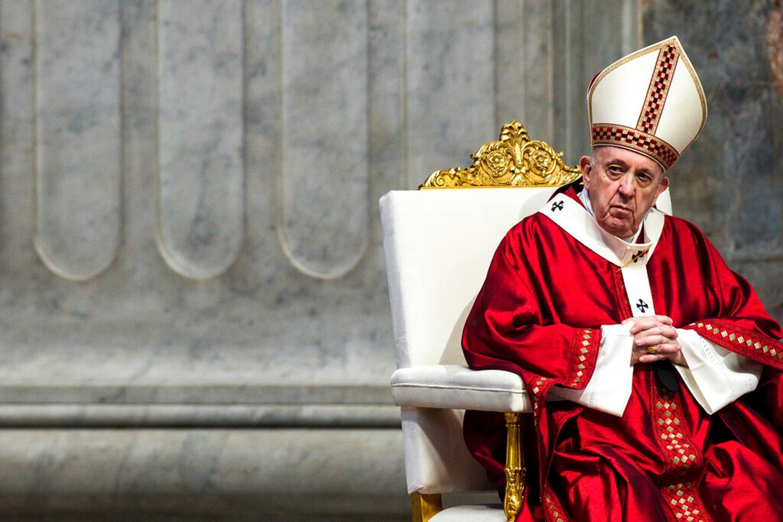 Adesso il Papa si piega all'UE e scoppia la rivolta dei fedeli
