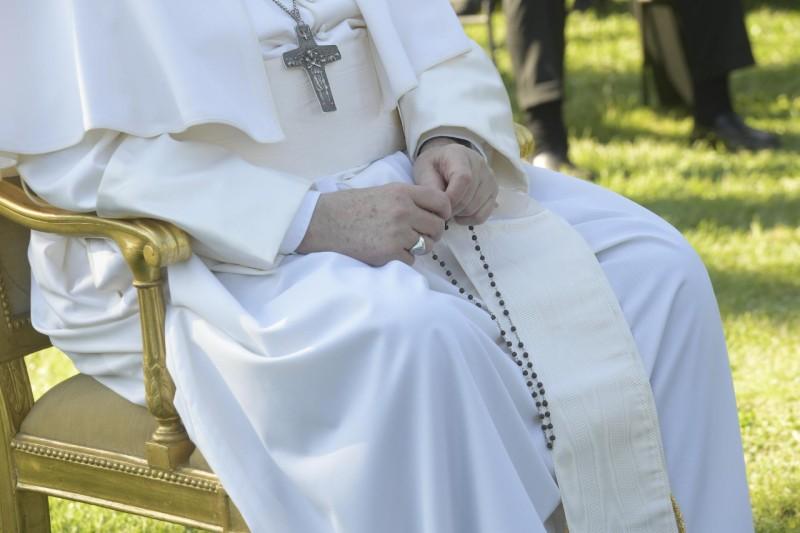 Papa Francesco incorona Maria che scioglie i nodi