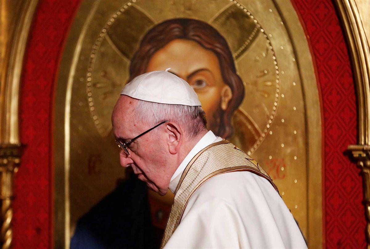Papa Francesco ha superato bene l'intervento per una stenosi diverticolare del colon