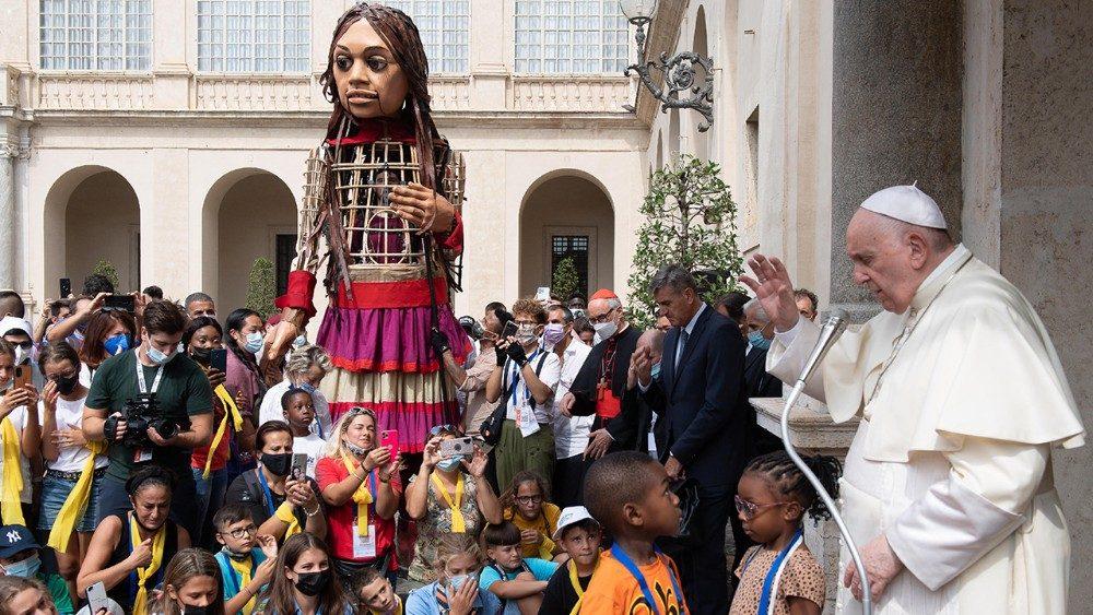 Amal, l'ideologia immigrazionista intronizzata in Vaticano